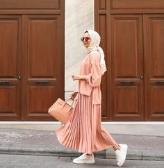Fashion Summer Hijab Outfit - Fashion Summer Hijab Outfit… Informations About Fashion Summer Hijab Outf - Hijab Fashion Summer, Modern Hijab Fashion, Hijab Fashion Inspiration, Muslim Fashion, Modest Fashion, Fashion Outfits, Fashion Muslimah, Abaya Fashion, Hijab Elegante