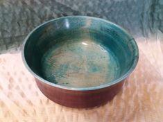 Schale aus Ahornholz, geölt und gewachst, innen und außen färbig lasiert Serving Bowls, Tableware, Colored Vases, Woodturning, Nice Asses, Dinnerware, Dishes, Mixing Bowls, Bowls
