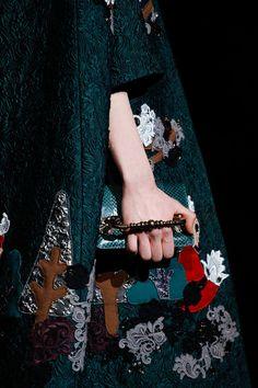 Dolce & Gabbana Fall 2014 RTW - Runway Photos - Fashion Week - Runway, Fashion Shows and Collections - Vogue Uñas Fashion, Review Fashion, Latest Fashion Clothes, Fashion Details, Fashion Show, Fashion Design, Milan Fashion, Runway Fashion, Fashion Weeks