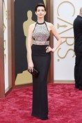 #TheOscar2014 Anne Hathaway wore a dress by Gucci.