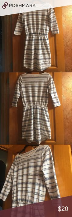 Blue and White Detailed Old Navy Dress 💙 Blue and White Detailed Old Navy Dress 💙 Size: S Beautiful blue detailed stripes! 3 quarter length sleeve! Elastic waistband! Perfect condition!!! Old Navy Dresses
