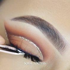 #eyemakeup #eyeshadow #eyemakeupideas #eyemakeuptutorial #makeuptutorials #makeup #eyebeauty #beautymakeup #beauty #beautyhacks #EyeMakeupGlitter Makeup Eye Looks, Eye Makeup Art, Makeup For Green Eyes, Eye Makeup Tips, Makeup Goals, Makeup Inspo, Makeup Inspiration, Makeup Products, Makeup Hacks