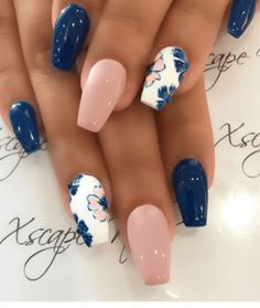 10 Spring Nail Designs that will delight you for spring - Nageldesign - glitter nails summer Cute Spring Nails, Spring Nail Art, Nail Designs Spring, Summer Nails, Flower Designs For Nails, Winter Nails, Cute Acrylic Nails, Acrylic Nail Designs, Best Nail Designs