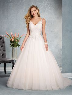 Alfred Angelo Style 2624: tulle ball gown wedding dress with sweetheart neckline