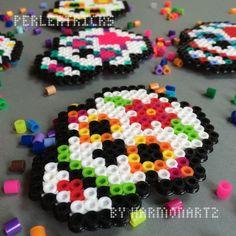 Jour des morts Perler Bead aimants - SNES de hama perles - sucre crâne décor - Noël ornement 8 bit sugarskull Dia de los Muertos néon