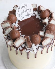 Buttercream drip cakes are a great choice for any celebration. Chocolate Buttercream Cake, Chocolate Drip Cake, Pretty Birthday Cakes, Baby Birthday Cakes, Buttercream Decorating, Cake Decorating, Coconut Cake Decoration, Drip Cake Recipes, Bounty Chocolate