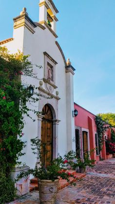 #mexicanhacienda #mexico Mexican Hacienda, I Love Mexico, Mansions, Country, House Styles, Places, Color, Home Decor, Decoration Home