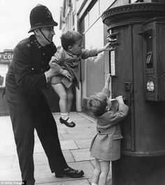 The magic of 1950s suburbia when socks were darned, baths shared and kids roamed wild | Mail Online: