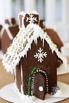 How to Make a Gingerbread House + Throw a Decorating Party | Yummy Mummy Kitchen