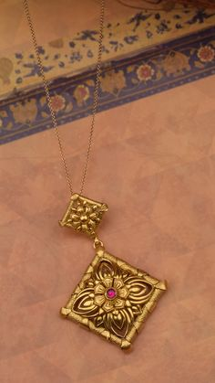Ornate floral musings on handcrafted gold pendant Jewelry Design Earrings, Flower Jewelry, Jewellery Designs, Necklace Designs, Pendant Jewelry, Jewelry Art, Fashion Jewelry, Pendant Design, Pendant Set