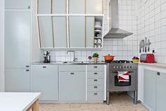 Pokalvägen 3 Mid Century Modern Colors, Plate Display, Tasty Kitchen, Teak Furniture, Mid-century Modern, 1960s, Miniature, Interiors, Plates