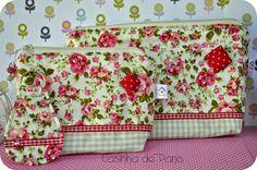 Bom dia!!   Kit de nécessaires com chaveiro em tecidos bem delicados, ideal para presentear.   Disponível na lojinha .   Beijo!!...