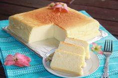 Enjoy your breakfast or dessert with a piece of this Japanese cotton cheesecake accompanied with a hot cup of black coffee or cold iced tea. Pumpkin Cheesecake, Cheesecake Recipes, Cupcakes, Cupcake Cakes, Great Desserts, Delicious Desserts, Biscotti, Cheesecakes, Japanese Cotton Cheesecake