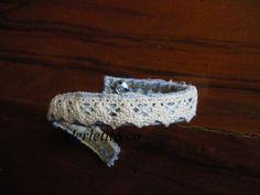 braccialetto : un pezzetto dei risvolti dei jeans e pizzetto, of course  :)