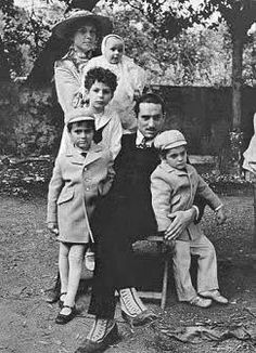 La Famiglia, the early years: Godfather II (that's Robert DeNiro, portraying the younger Don Vito Corleone)