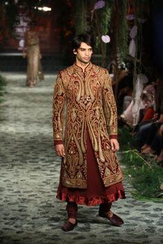 Tarun Tahiliani opens Lakmé Fashion Week 2016 with Kangana Ranaut as showstopper African Print Wedding Dress, Wedding Dresses Men Indian, Simple Wedding Gowns, Wedding Dress Men, Wedding Attire, Wedding Outfits, Indian Fashion Modern, Indian Bridal Fashion, Bridal Fashion Week