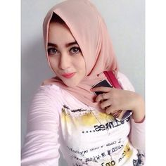 Happy new year semoga tahun ini kita semua jauh lebih baik 😇😇 Beautiful Hijab Girl, Young And Beautiful, Muslim Girls, Muslim Women, I Love Girls, Cute Girls, Arabian Women, Girls Phone Numbers, Hijab Collection