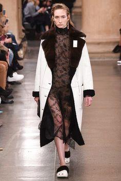Christopher Kane Fall 2017 Ready-to-Wear Fashion Show - Tamara