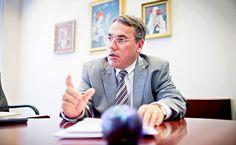 A bankszövetség főtitkára szerint a hazai bankok masszívan veszteségesek, a svájci alapkamat csökkenése mellett ezért emeltek kamatot a devizahiteleknél. Az ügyfelek a szóbeli tájékoztatás mellett kockázatfeltáró nyilatkozatot is aláírtak, amely jóval bővebb tájékoztatást adott arról, hogy mit vállalnak. A Magyar Nemzeti Bankban (MNB) közeledik az utolsó kamatcsökkentés órája – mondta egy interjúban az MNB alelnöke.  A devizahiteleseket már a ftdesz megmentette. Nem? :) Marvel