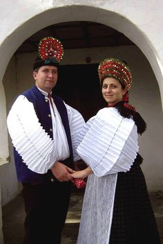 Folk dresses of Szék, region of Transsylvania, today belongs to Romania. Ethnic Fashion, Womens Fashion, Costumes Around The World, Hungarian Embroidery, Folk Dance, Folk Costume, Europe, Historical Clothing, Traditional Dresses