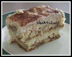Koolhydraatarme Tiramisu Eindelijk hier een lang gewenst en verwacht recept van een koolhydraatarme versie van Tiramisu! Precies op tijd voor een dessert tijdens de aankomende feestdagen, maar ik verwacht dat we deze van de week veelvuldig langs gaan zien komen op de facebookgroep, even uitproberen en voorproeven. Ik heb het basisrecept gebruikt van een spongecake …