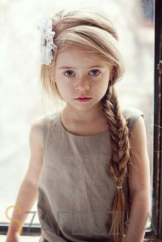 20 Pretty Hairstyles for your Little Girl - Beautiful hair - Hair Designs Flower Girl Hairstyles, Pretty Hairstyles, Braided Hairstyles, Wedding Hairstyles, Short Hairstyles, Country Hairstyles, Girls Hairdos, Simple Hairstyles, School Picture Hairstyles