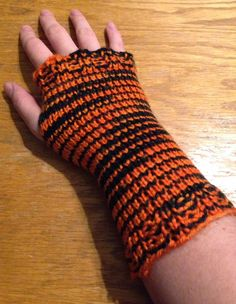 Druthers & Notions: Loom Knit Fingerless Gloves