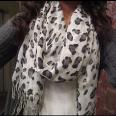 White leopard scarf my-style Look Fashion, Fashion Beauty, Fashion Outfits, Fall Fashion, Looks Style, Style Me, Cute Scarfs, Vogue, Up Girl