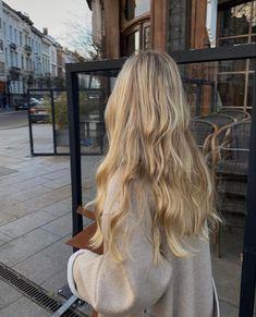 Blonde Hair Shades, Blonde Hair Looks, Beach Blonde Hair, Blonde Hair Inspiration, Hair Inspo, Dye My Hair, Aesthetic Hair, Hair Highlights, Balayage Hair