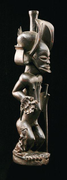 Statue of Chokwe hunter, hardwood. Angola. H. 49 cm  READ article