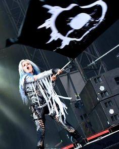 Alissa White-Gluz, Arch Enemy / Under black flags we march! Death Metal, Ladies Of Metal, Heavy Metal Girl, Alissa White, Women Of Rock, Female Guitarist, Female Singers, Symphonic Metal, Metal T Shirts