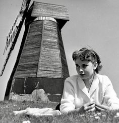 Audrey Hepburn takes a day off from filming activities at the seaside village of Rottingdean-Beacon Mill-Sussex-England-1951- De Google