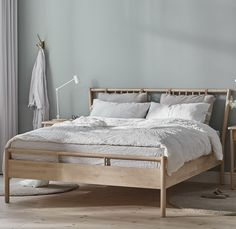 Decorate your room in a new style with murphy bed plans Pillow Headboard, Bed Frame And Headboard, Murphy Bed Ikea, Murphy Bed Plans, Boho Bed Frame, Modern Queen Bed Frame, Minimalist Bed Frame, Ikea Bed Frames, Ikea Inspiration