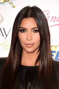 Kim Kardashian's hair was super straight and glossy at the 2014 Teen Choice Awards. Do we spy some subtle lowlights? #teenchoice #teenchoiceawards