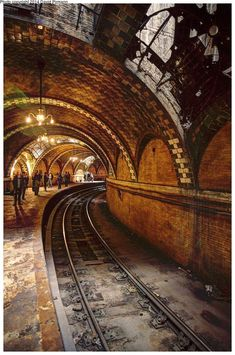 Old City Hall subway station David Pirmann | via newyorkcityfeelings.com - The Best Photos and Videos of New York City including the Statue of Liberty Brooklyn Bridge Central Park Empire State Building Chrysler Building and other popular New York places and attractions.