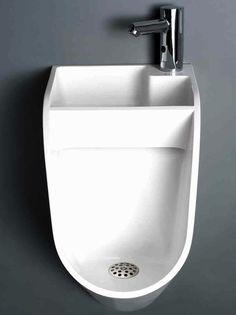 urinario-con-lavabo. La idea es simple pero muy efectiva, utilizar el agua de lavarse las manos para limpiar el urinario. Simple y efectivo.