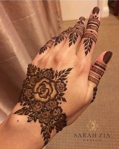 Half Hand Mehendi Designs For Intimate Weddings Modern Henna Designs, Wedding Henna Designs, Floral Henna Designs, Mehndi Designs Book, Finger Henna Designs, Mehndi Designs For Girls, Mehndi Designs For Beginners, Mehndi Design Photos, Mehndi Designs For Fingers