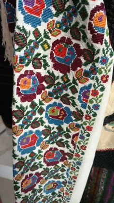 Покуття Cross Stitch Embroidery, Embroidery Patterns, Hand Embroidery, Bohemian Costume, Ukrainian Art, Embroidery Techniques, Textile Design, Quilts, Knitting