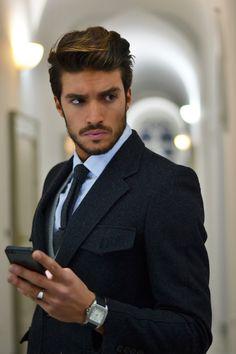 #MensFashion #Gentleman #Men #Fashion #Suit #Jacket #SingleBreasted #Shirt #Tie #Pocketsquare #Lapels #Vents #SleeveButtons #Trousers #Cuffs #Fabrics #GoodLooking #Elegance #Mobile #Businessmen