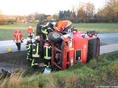 Heizöl Lkw muss mit Spanngurten gesichert werden http://www.feuerwehrleben.de/heizoel-lkw-muss-mit-spanngurten-gesichert-werden/ #feuerwehr #firefighter #öl