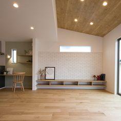 いいね!137件、コメント1件 ― クラシスホームさん(@clasishome)のInstagramアカウント: 「江南市にて完成現場見学会を開催致します。 【OPENHOUSE】 ■日程:6/16(FRI)・6/17(SAT) ■時間:10:00〜20:00…」 Loft Furniture, Furniture Upholstery, Japan Interior, Room Interior, Japanese Living Room Decor, Interior Decorating, Interior Design, House Layouts, Home Bedroom