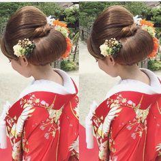 シニヨンまとめ髪♡ ✴︎ @dsw0211 #大人ウェディング #hairarrange #bridal #hair #hairstyle #bridalhair #外国人風ヘアー#ブライダルフォト #ブライダルヘア #ウエディングフォト #カラードレス #写真好きな人と繋がりたい #写真撮ってる人と繋がりたい #プレ花嫁 色打掛#白無垢#生花#cute#loveit#挙式ヘア#波ウェーブ#色打掛#白無垢#日本中のプレ花嫁さんと繋がりたい#ゆるふわ#前撮り#後撮り#まとめ髪#シニヨン#桜フォト #春 #春フォト