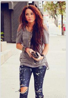 I love her hair . Not to big of a fan of her . But she HAD amazing hair .