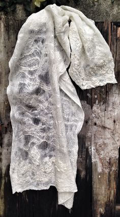 Gasa de seda, fibra de seda, gasa de algodón, Merino Textiles, Blanket, Fiber, Silk, Textile Design, Felting, Blankets, Fabrics, Cover