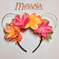 Image of Moana Plumeria Mouse Ears - cute idea for a Moana themed birthday party Disney Diy, Deco Disney, Diy Disney Ears, Disney Mickey Ears, Disney Crafts, Cute Disney, Disney Style, Disney Trips, Disney Magic