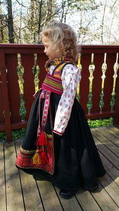 Beltestakk fra Øst-Telemark, sydd av Rosvald Søm Norwegian Clothing, Kids Around The World, Child Face, Bridal Crown, Folk Costume, Adult Children, Nordic Style, Cute Designs, Dirndl