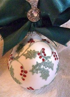 Painted Christmas Ornaments, Hand Painted Ornaments, Noel Christmas, Holiday Ornaments, Handmade Christmas, Christmas Tree Ornaments, Green Christmas, Ball Ornaments, Xmas Crafts