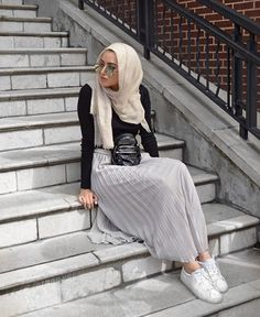 Pinterest: @eighthhorcruxx. Black top, pleated grey skirt and white trainers. Summer Albarcha