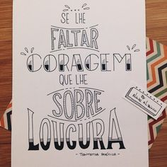 Se lhe faltar coragem que lhe sobre loucura! Ótima frase do ilustrada por mim ✏️ . Lettering Tutorial, Letter E, Laura Lee, Brush Lettering, Some Words, Typography, Bullet Journal, Inspirational Quotes, Thoughts