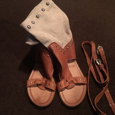Vera Gomma Made in Italy Sandals size 39 Brown and cream Vera Gomma sandals.. Size 39 regular size 9/10 these sandals has two straps where u can put across the ankle part Vera Gomma Shoes Sandals